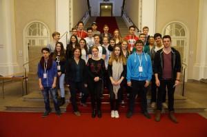 Q11 des Ernst-Mach-Gymnasiums Haar bei ihrem Besuch im Bayerischen Landtag