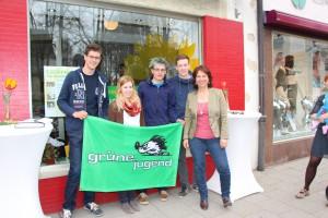 Die Grüne Jugend Traunstein mit Gisela Sengl, MdL, bei der Eröffnung des Traunsteiner Regionalbüros